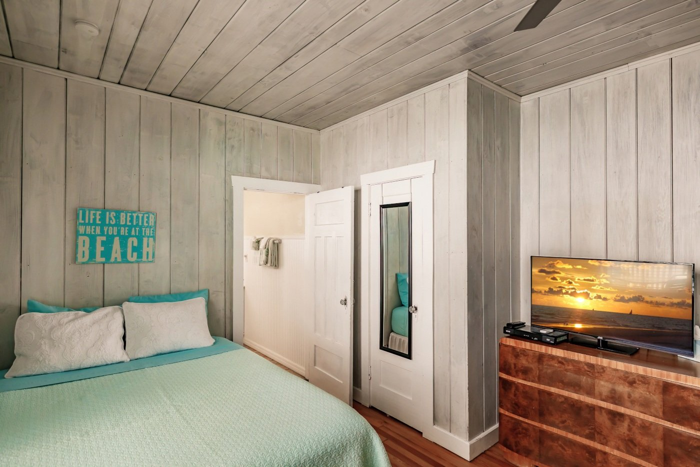 The Cottage, 2 Queen Bedroom 3
